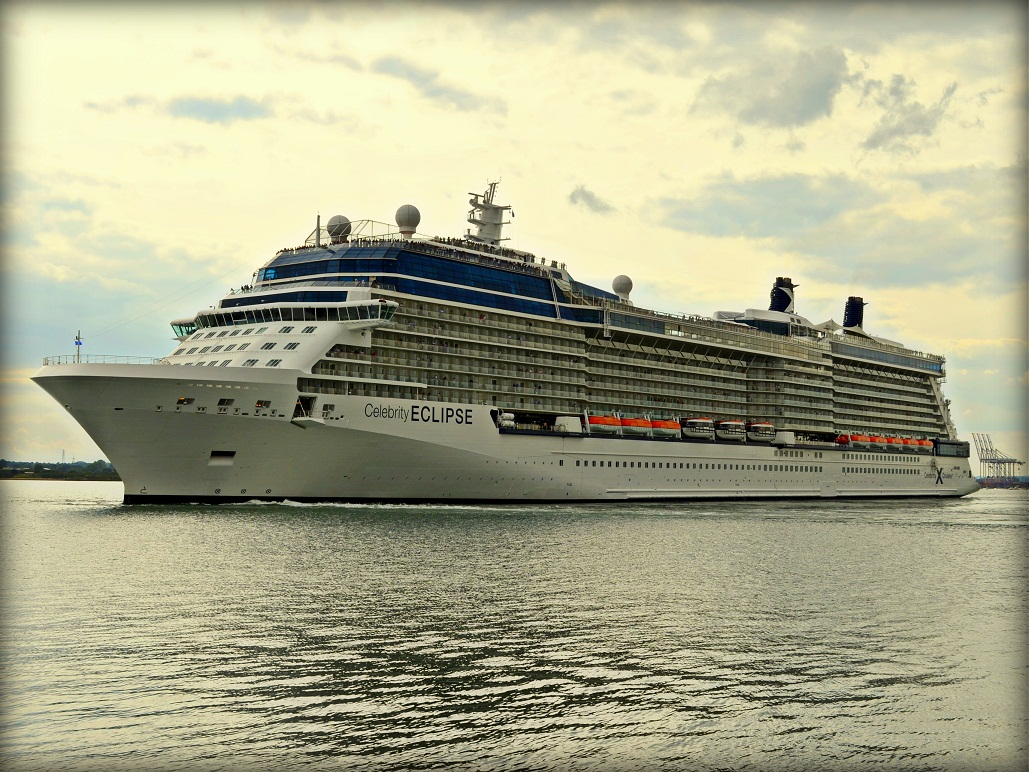 Video Blog-Celebrity Eclipse - YouTube