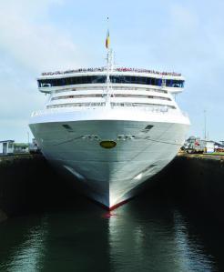 P&O-Cruises-Oceana-Panama-Canal-Transit
