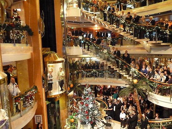 what does - When Do Cruise Ships Decorated For Christmas