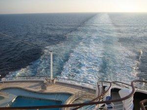 P&O-Cruises-Oriana-Ships-Wake