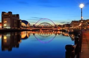 Newcastle Quayside showing, Millennium Bridge,Tyne Bridge, The Sage and The Baltic