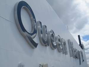Queen-Mary-2-Signage