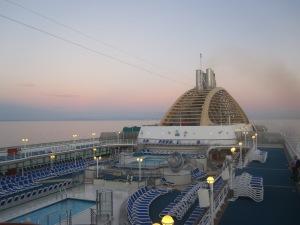 P&O-Cruises-Oceana-Mid-Ships