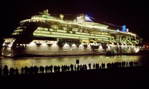 cruise-ship-night