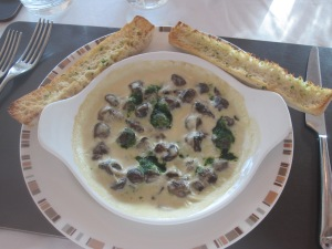 Baked Mushroom Aflredo. Garlic, Spinach and Parmesan Sauce. Served with Garlic Bread
