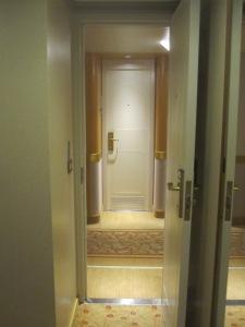 Inside-Cabin-Door