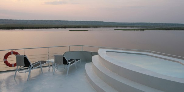 zambezi-queen-pool-deck