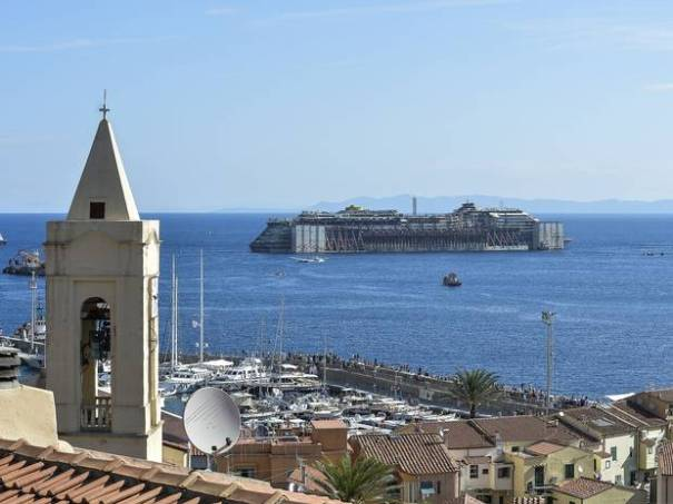 costa-concordia-towed-away