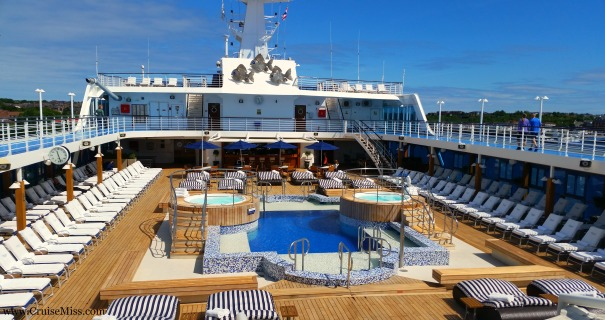Oceania-Nautica-Pool-Deck