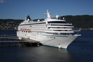Crystal_Symphony_in_Trondheim
