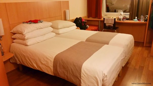 Ibis-Amsterdam-Central-stopera-Twin-Room