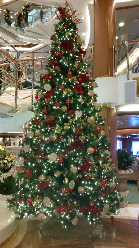 Cruise-Ship-Christmas-Tree