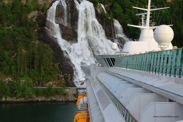 Furebergfoss-Waterfall-Norway-Cruise-Ship
