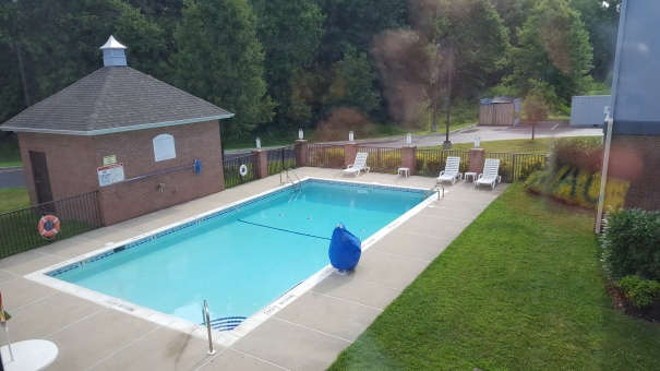 Swimming-Pool-Holiday-Inn