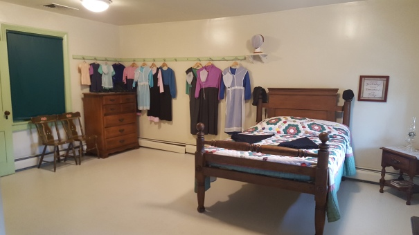 Amish-Farm-And-House-Girls-Room