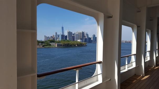 Manhattan-Queen-Mary-2