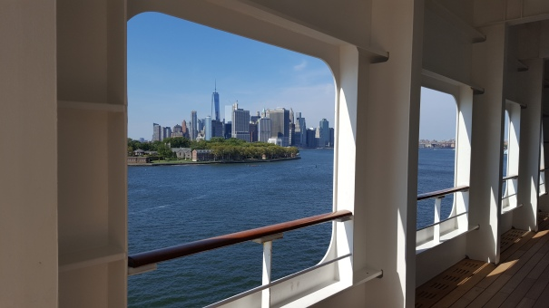 Manhattan-Queen-Mary-2