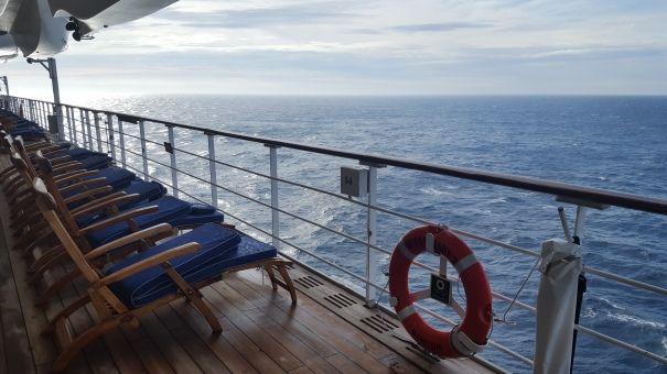 Promenade-Deck-Queen-Mary-2