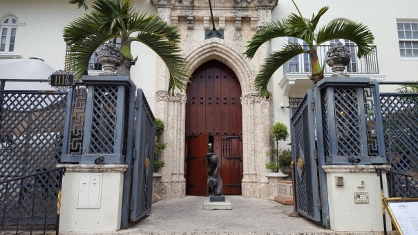 Cruisemiss cruise blog a cruise blog with a difference for Versace mansion miami tour